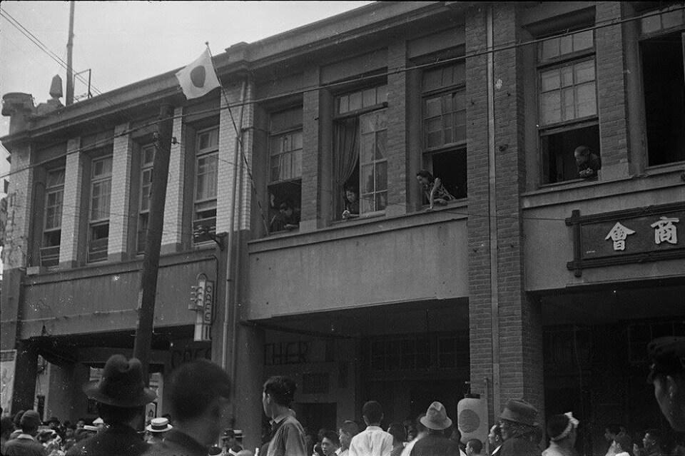 取自《看見李火增》推測是 1942年,今日南京西路、延平北路口