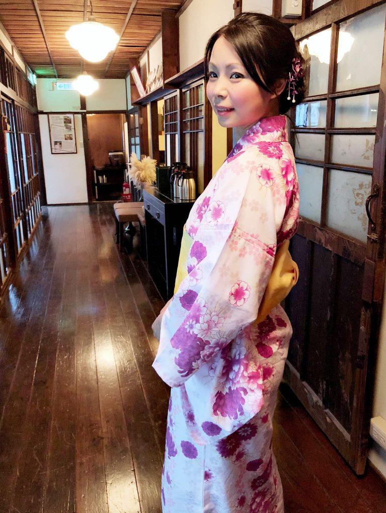 何詩韻(Momoko)老師與和夏日浴衣