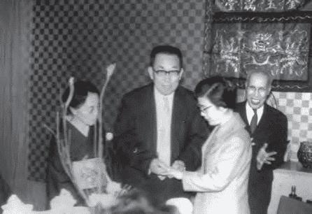 青田七六-馬廷英教授1962年與日本太太結婚照片