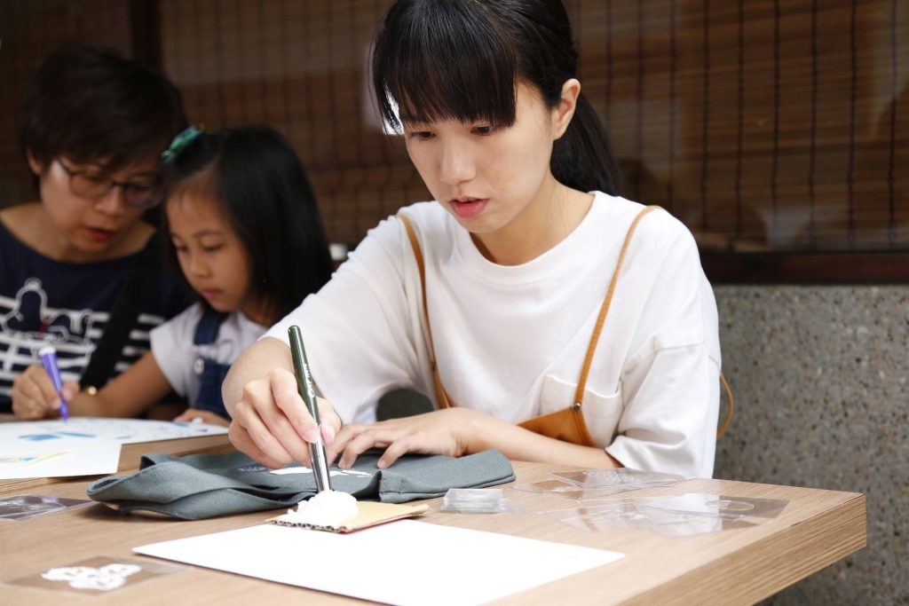 青田七六-七六聚樂部-絹印日本布敷巾-製作過程 (1)